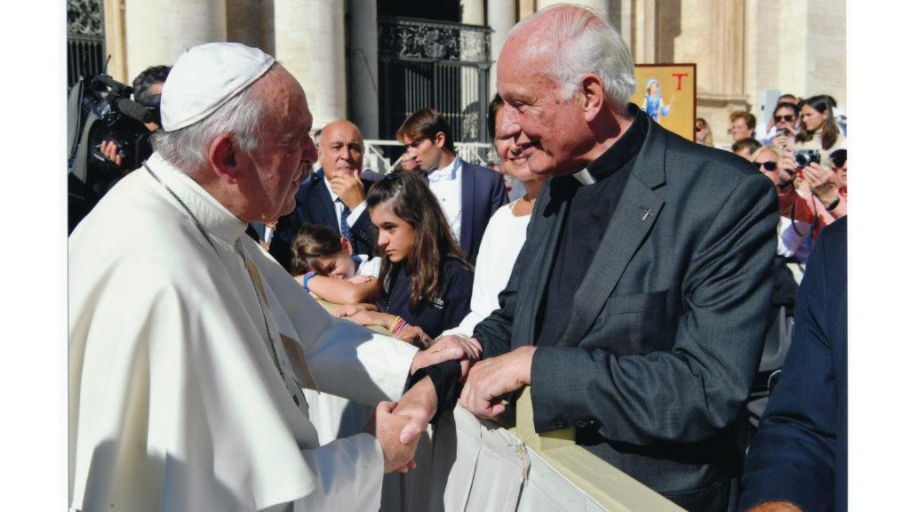 Monsignore Wilm Sanders und Papst Franziskus